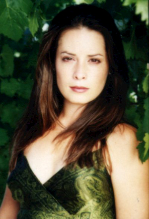 http://www.hollymcombs.com/exclusive/newpic3.jpg